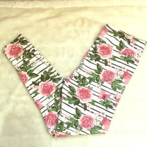 Beautiful striped and floral LuLaroe TC leggings🌹